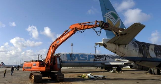 duas-aeronaves-da-massa-falida-da-vasp-foram-desmanchadas-nesta-sexta-feira-6-em-recife-elas-ocupavam-uma-area-de-uma-area-de-2500-m2-no-patio-do-aeroporto-internacional-do-1378502152872_956x500