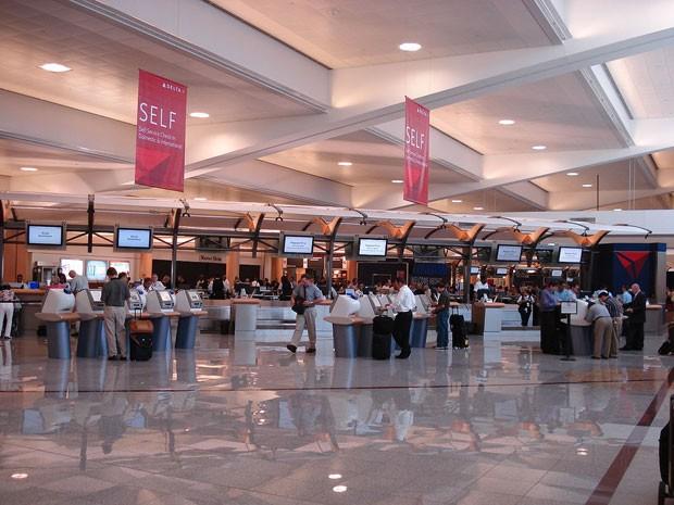O aeroporto internacional de Atlanta (Hartsfield–Jackson Airport), nos EUA