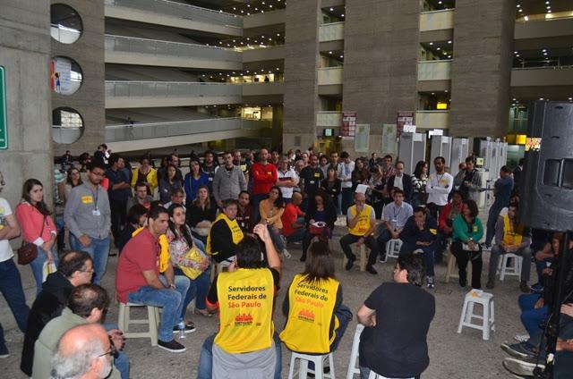 Servidores debatem calendário de atividades da greve  Foto: Jesus Carlos