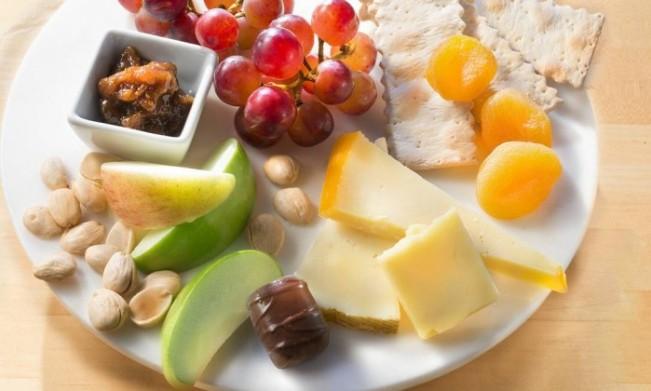 Frutas e queijos serão servidos na classe econômica - Divulgação/Delta