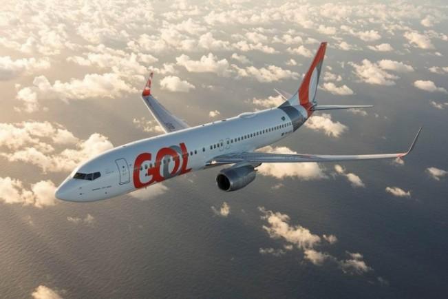 Boeing 737-800 com novo logotipo da Gol